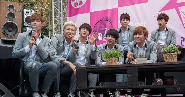 Korean-pop-group-.jpg