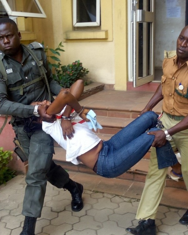 Stella-Gilbert-being-carried-out-of-the-courtroom-after-her-death-sentence