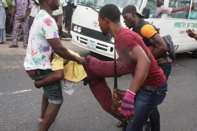 Tricycle-rider-attacking-LASTMA-official.jpg