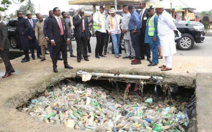 Gov-Udom-Emmanuel-inspecting-a-drainage-that-has-been-blocked-with-refuse.jpg