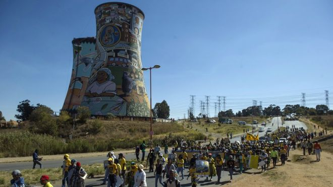 protesters over light shedding in Soweto.jpg