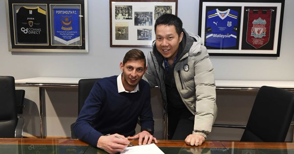 Emiliano-Sala-signing-for-Cardiff.jpg